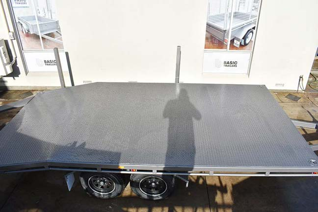 Trailer for Sale: FLAT-TOP-BEAVERTAIL-CAR-TRAILER-24x8