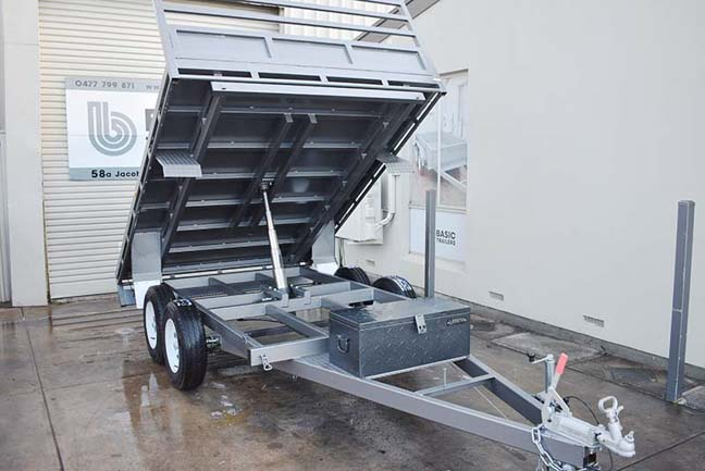 Trailers for Sale: HYDRAULIC-FLAT-TOP-TIPPER-08X7
